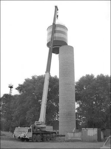 Водонапорную башню не смогли смонтировать